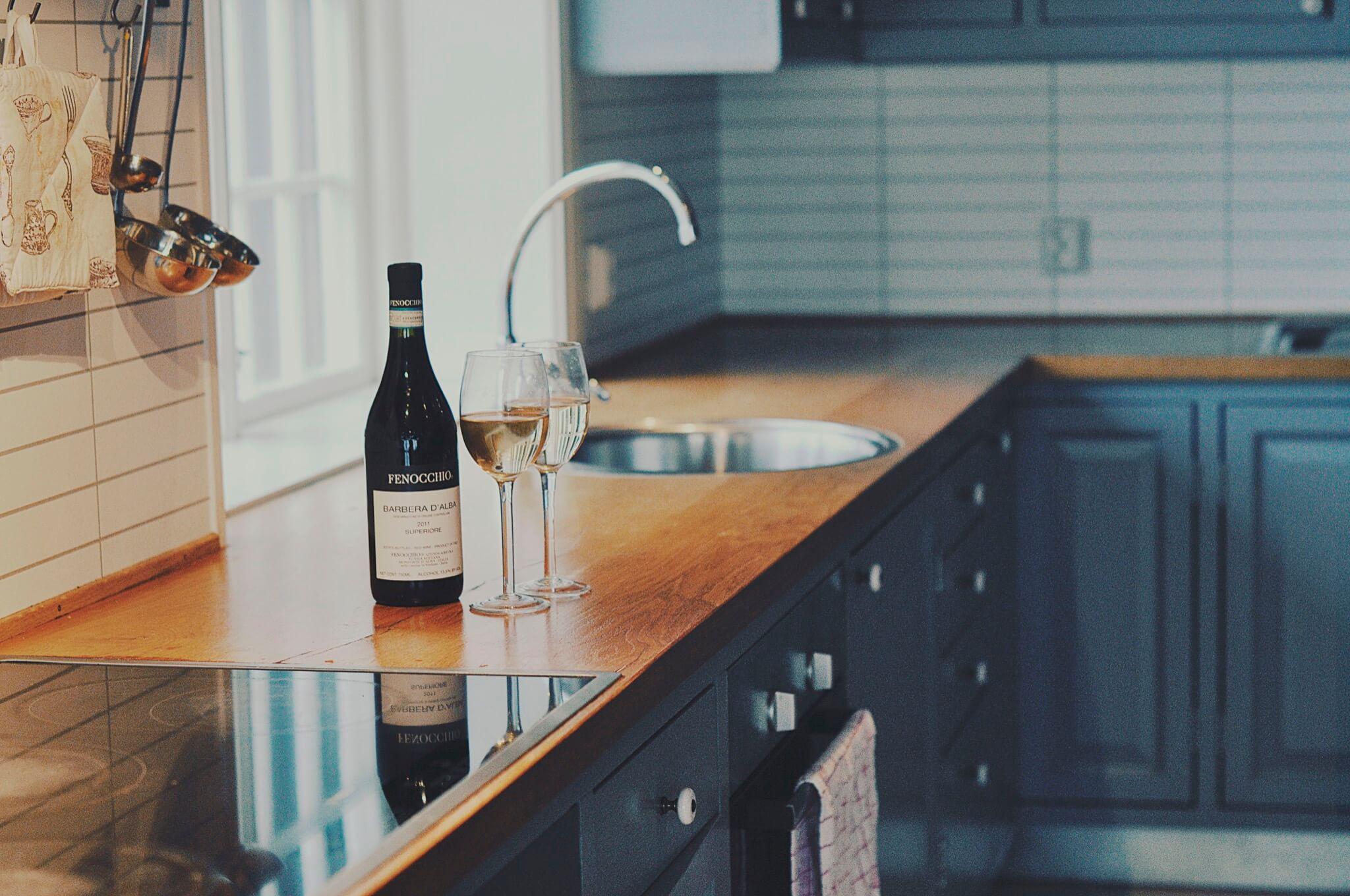 Hovedhus kjokken og vin lite_2048